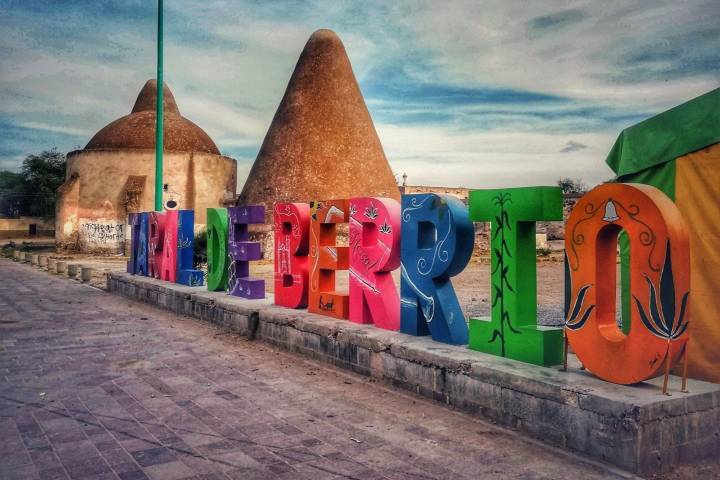 Letras monumentales - Foto Luis Juárez J.