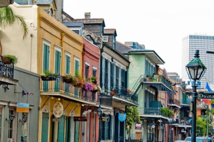 Los libros te harán viajar por Estados Unidos y conocerás el Barrio Francés de Nueva Orleans. Foto: Viator