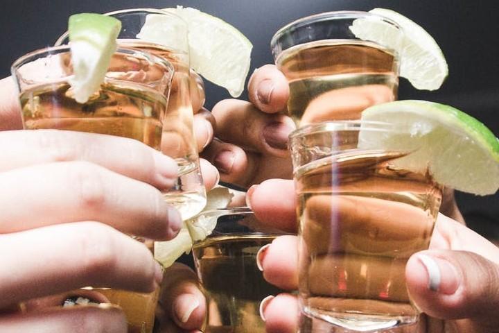 Brinda con un buen tequila, una de las bebidas tradicionales de México. Foto:Isabella Mendes