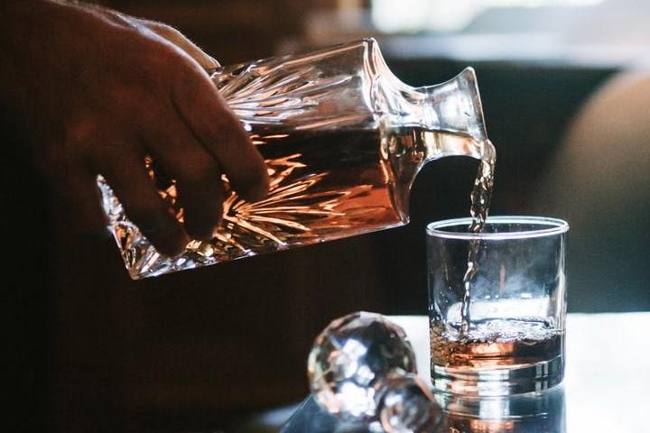 ¿Sabías que el coñac es una de las bebidas tradicionales preferidas de los ingleses? Foto: Taryn Elliott
