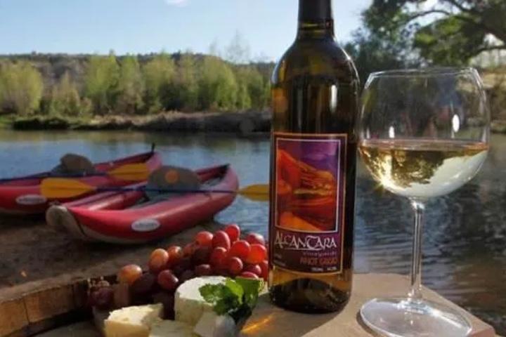 Water to Wine es una de las experiencias con vino más impresionantes de Arizona. Foto: Sedona Adventure Tours
