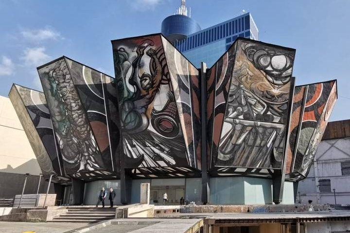 12 paneles cubren la obra de Siqueiros. Foto: Dónde Ir