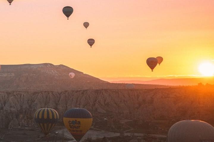 Disfruta del cielo en globo en Turquía. Foto: Taryn Elliot