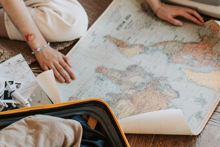 Recuerda revisar el clima y otros datos impresionantes de tu destino de viaje. Foto: Vlada Karpovich