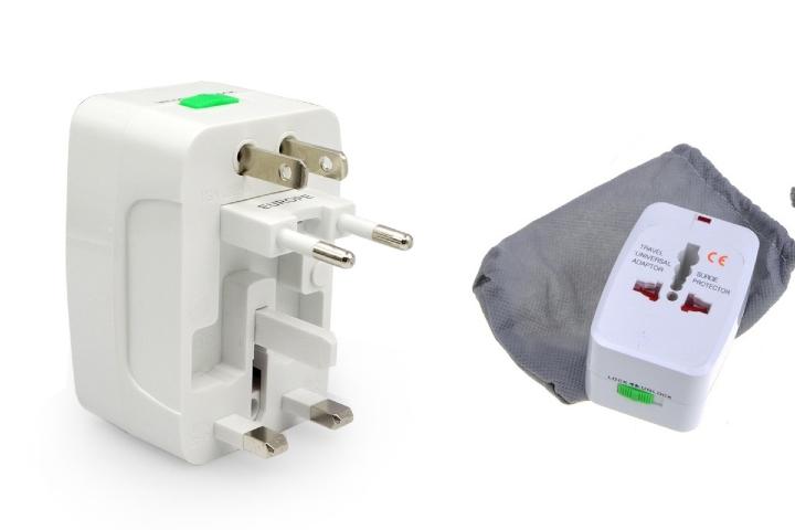 El adaptador universal de corriente es un artículo que todo viajero debe tener. Foto: PRO Accesorios