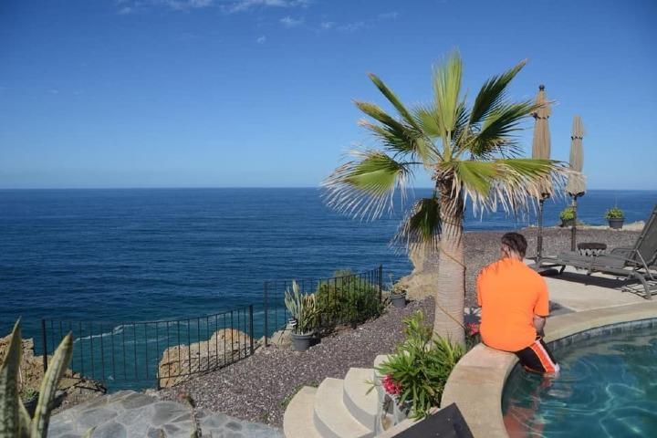Vista desde la piscina del hotel. Foto: Arriba de la Roca | Facebook