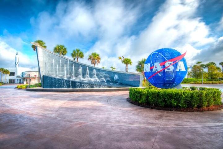 Avista el lanzamiento de una nave espacial en Kennedy Space Center de Orlando. Foto: Viator