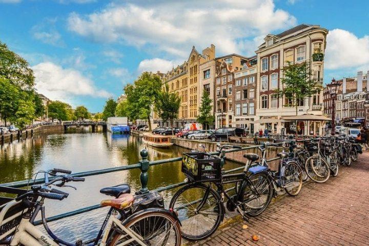 Un sueño para mis vacaciones es recorrer Ámsterdam en bicicleta. Foto: Sitio Web