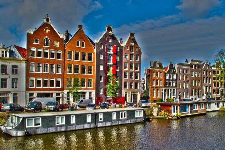 Casa flotante en Ámsterdam. Foto: Sitio Web