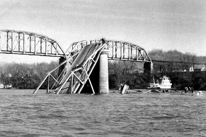 Colapso del puente Point Pleasant. Foto: Fleet Owner