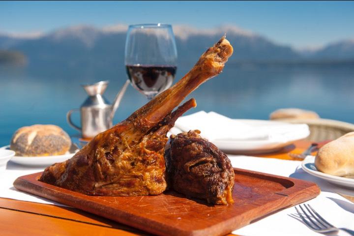 El cordero y otros tipos de carne son clásicos en la gastronomía de Argentina. Foto: INPROTUR