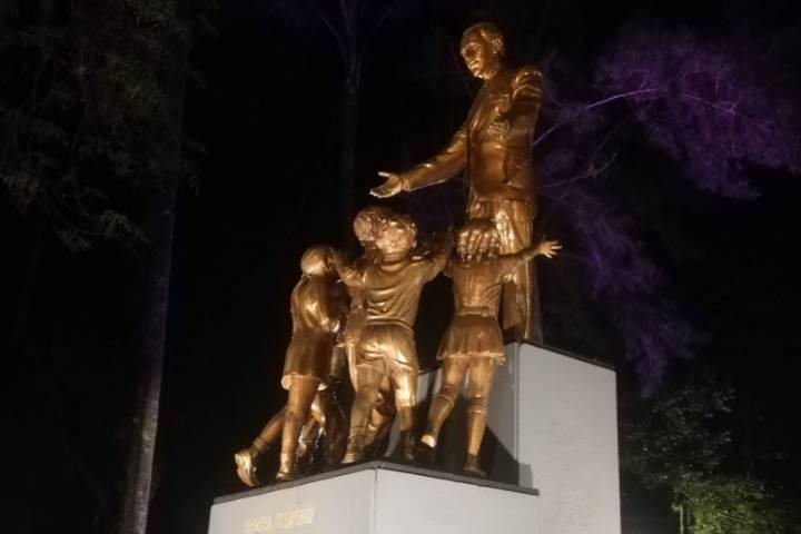 Escultura de Francisco Gabilondo Soler - Foto Luis Juárez J.
