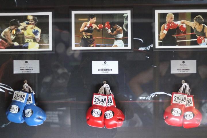 Exposición de boxeo mexicano en el Metro de CDMX. Foto: Montserrat Castillo