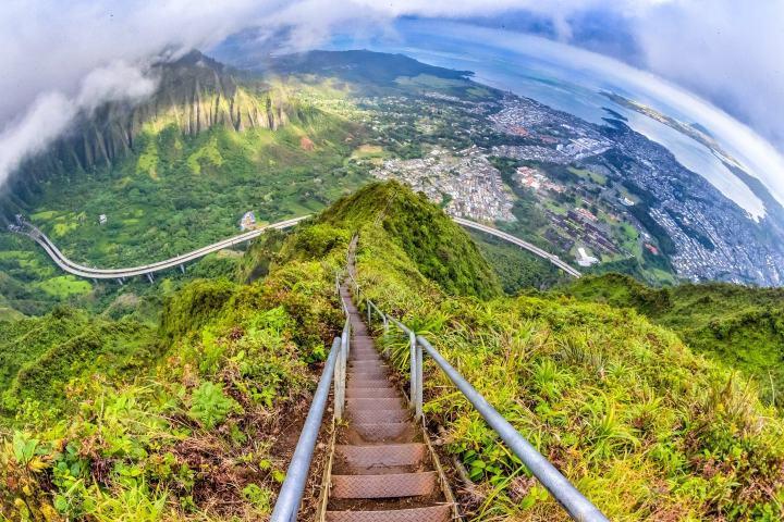 Haiku Stairs en Hawái es un sitio para aventureros. Foto: Sohel Rana Shadhin | Pinterest