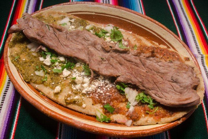 Los huaraches son especialidad de los antojitos mexicanos. Foto: Chismes Today