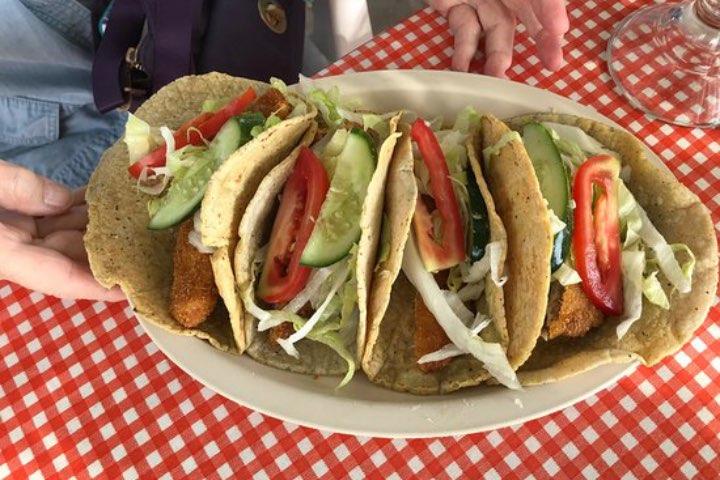 La comida de mar es lo que puedes fosfatar en Mezcala. Foto: Restaurante El Socio | Facebook