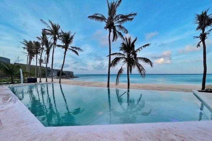 Las albercas que ofrece la marca Marriott son únicas. Foto: The St. Regis Bermuda Resort | Facebook