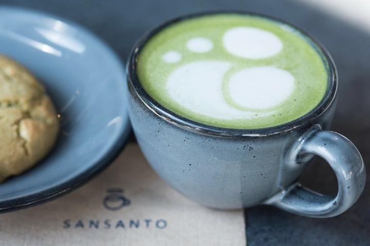 Además del café puedes disfrutar de un Matcha. Foto: Sansanto | Facebook