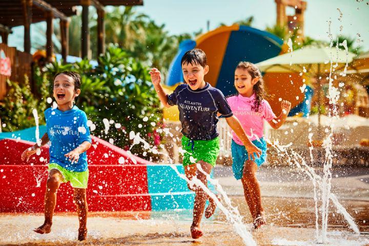 Los niños no se pueden quedar sin diversión en Aquaventure. Foto: Hotel News ME