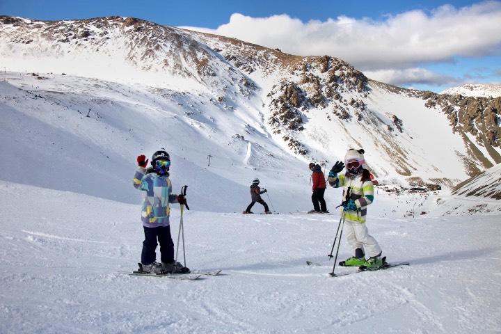 No pierdas la oportunidad de esquiar en La Hoya. Foto: Diario El Sol