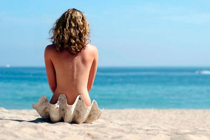 ¿Te gustaría incursionar en el nudismo? Foto: Merca2