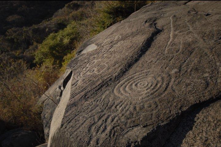 Petroglifos en la Isla de Mezcala, Jalisco. Foto eme-media