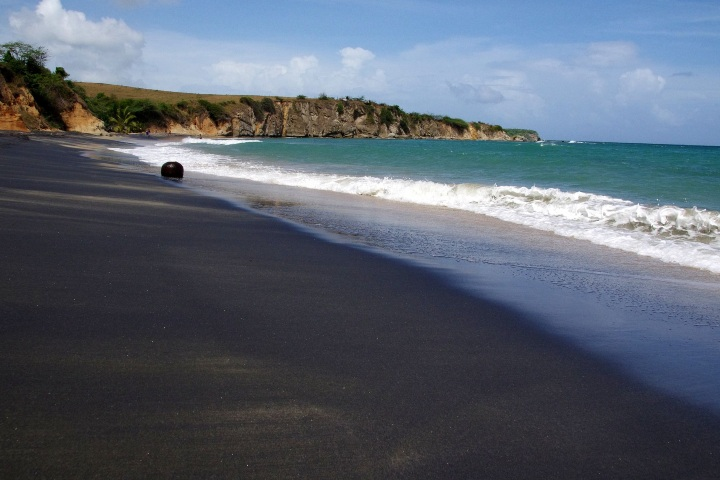Playa de arena negra. Foto: Tu tema turístico