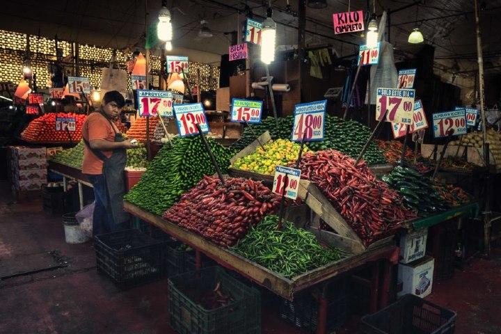 Puesto en el Mercado de La Merced en CDMX. Foto: Matador Network Rulo Luna