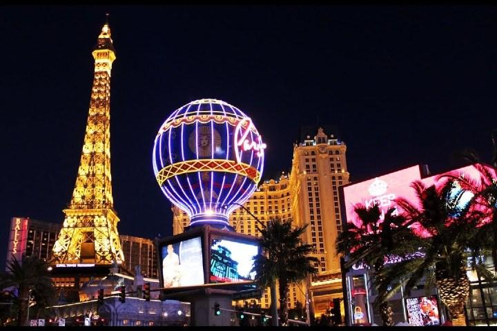 Replica de la Torre Eiffel. Foto: Sem Conservante   YouTube