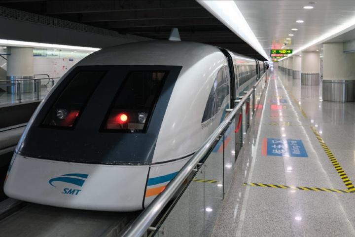 Shanghai Maglev es el tren que en China te lleva rápido a muchos lados. Foto: Transport Verse