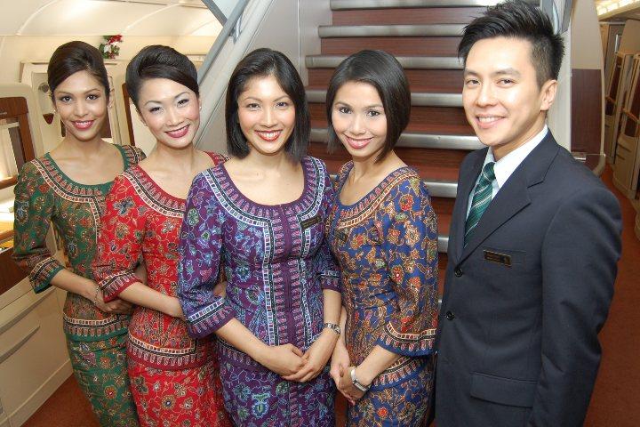 El Singapore girls indica los cargos de las azafatas. Foto: Archivo