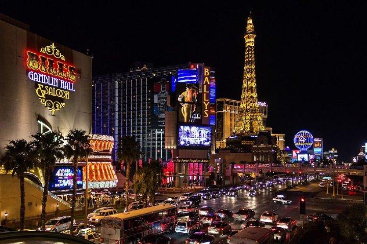 Strip de Las Vegas de noche. Foto: Commons Dietmar Rabich