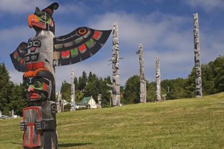 Tótems en British Columbia. Foto: Rolf Hicker
