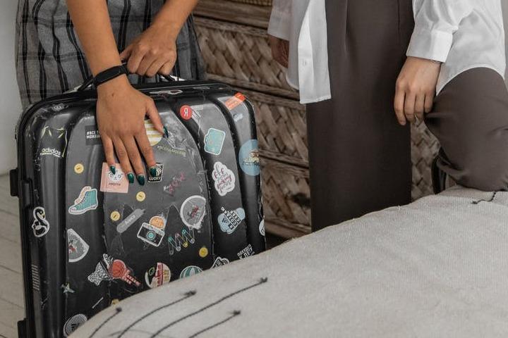 Usa identificadores para tu maleta de viaje. Foto: Monstera