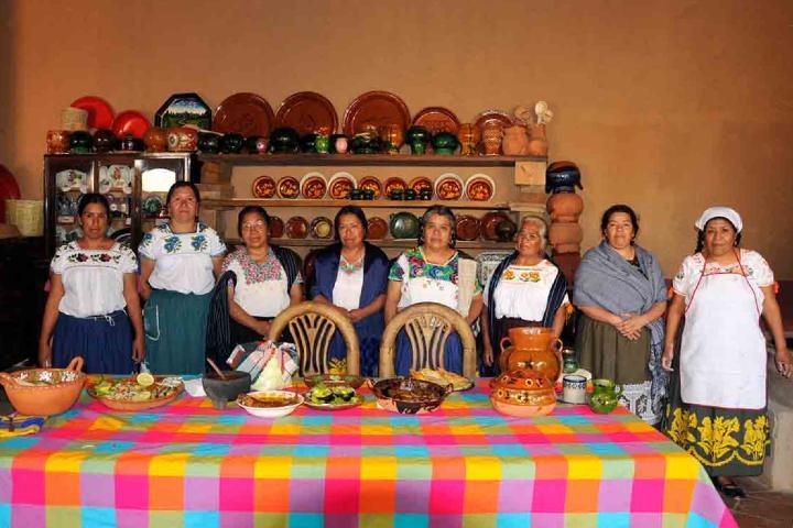 Cocineras tradicionales en Sta Fe de La Laguna Foto Michoacán Celebra la Vida