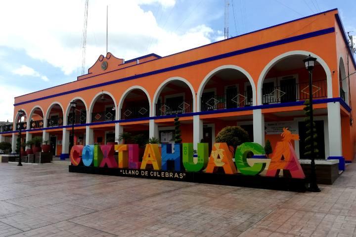 Letras monumentales Coixtlahuaca – Foto Luis Juárez J.