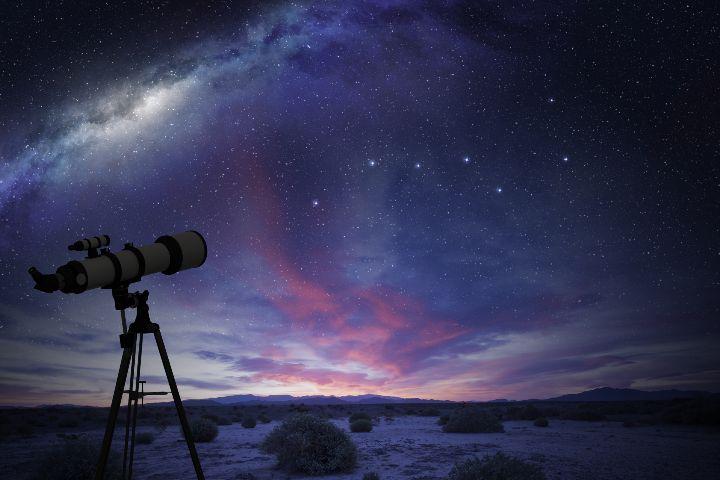 Telescopio y Osa Mayor. Foto: JT ASTK