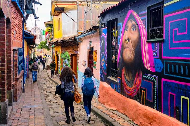 Calles de Bogotá. Foto por Pedro Szekely.