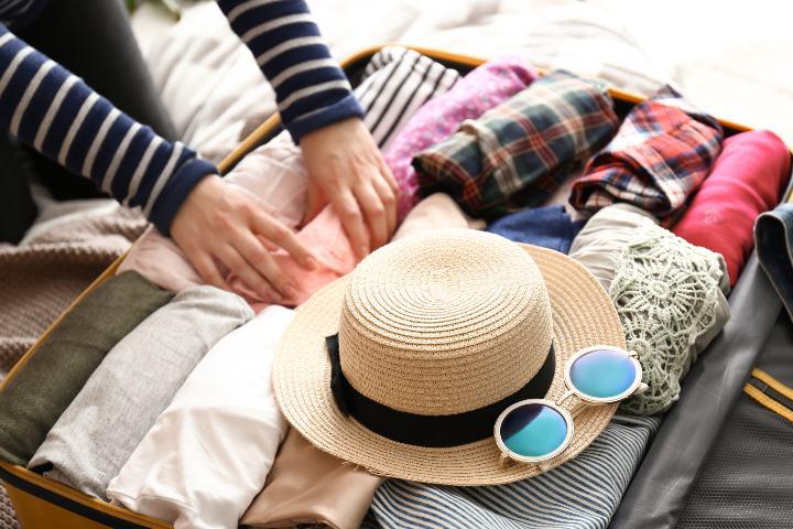 Cosas que no pueden faltar en la maleta, Enrolla tu ropa. Foto: JT ASTK