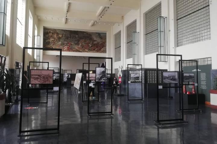 Interior del museo del ferrocarril y murales - Foto Luis Juárez J.