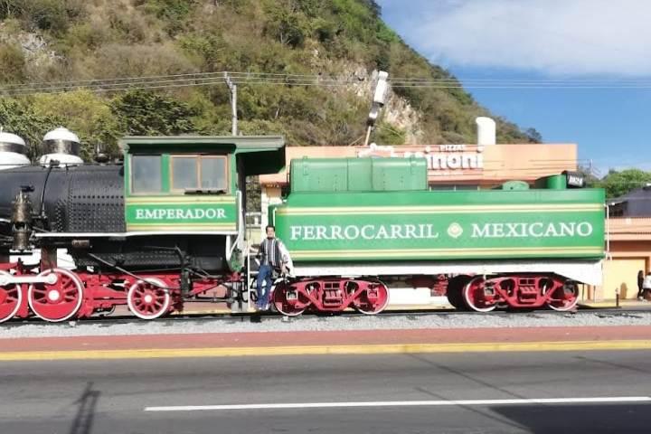 Locomotora en Orizaba – Foto Luis Juárez J.