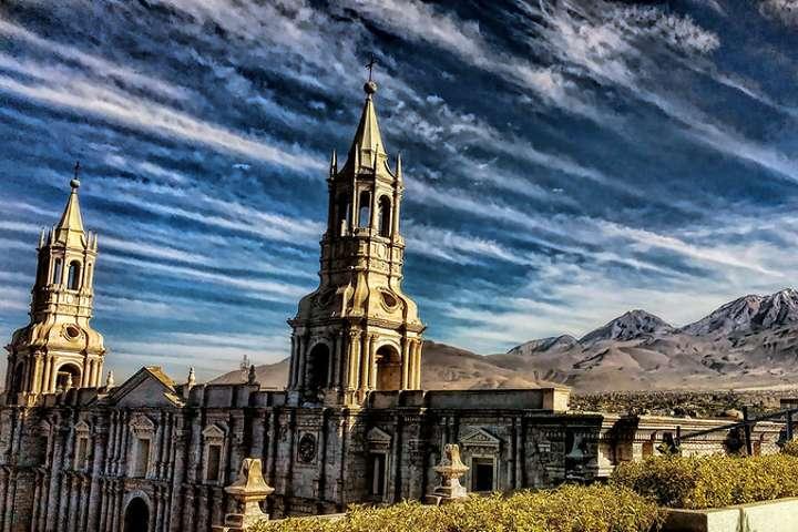 Catedral de Arequipa en Perú. Foto por Mariano Mantel.