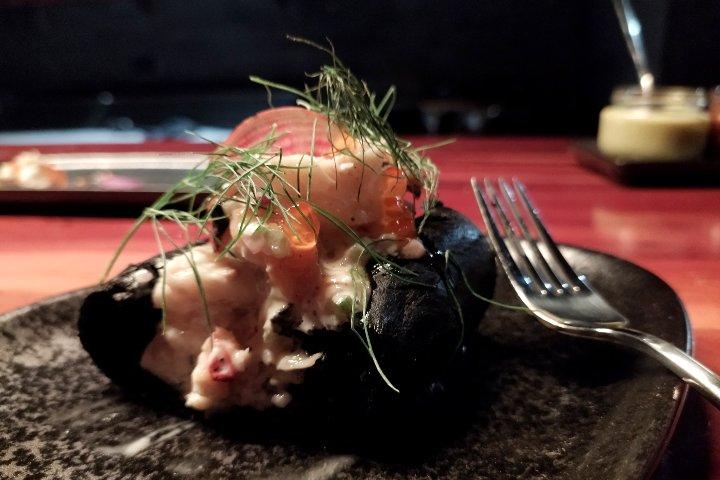 Lobster roll con pan brioche negro. Bhanu Kimpton Tulum. Foto: El Souvenir