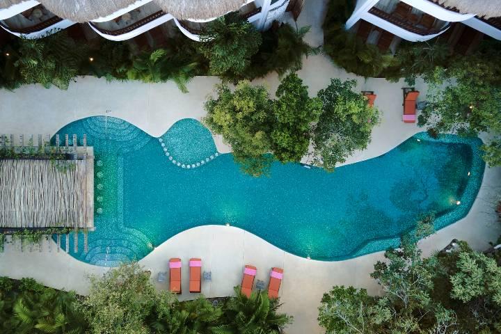 Vista aéra Alberca Hotel Kimpton Aluna Tulum. Foto: KAT